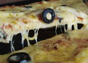 Піца з кальмарами та грибами