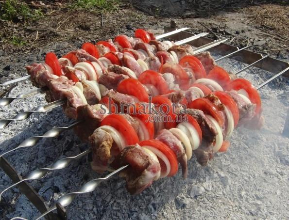 Шашлик з помідорами