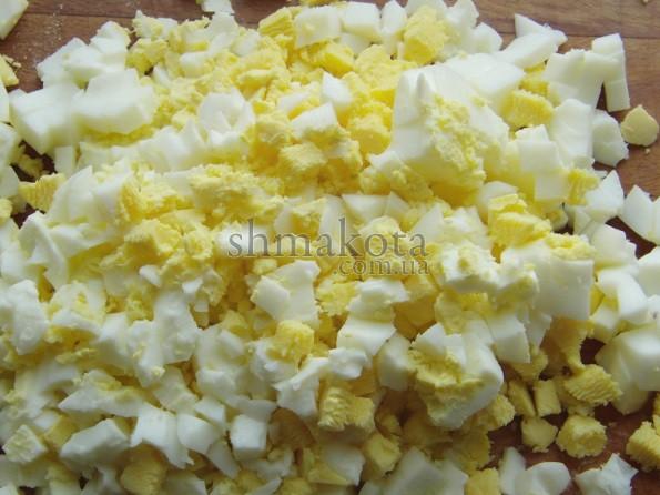 Яйця, порізані кубиками