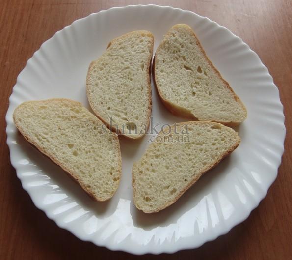Батон, нарізаний на бутерброди