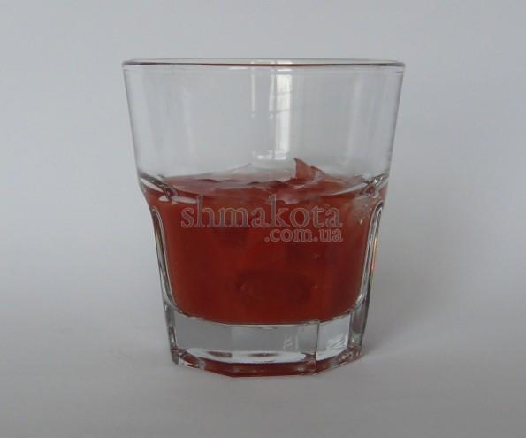 Томатный сок со льдом
