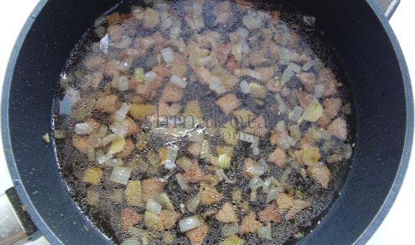 Свинина та овочі в соусі