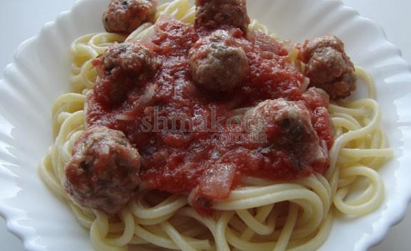 Спагеті з фрикадельками