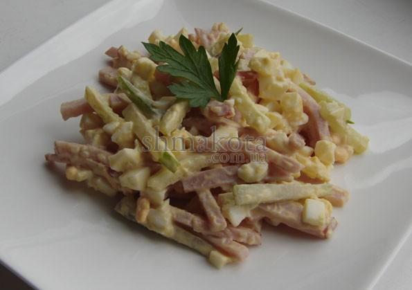 Салат з шинкою, огірками та яйцями