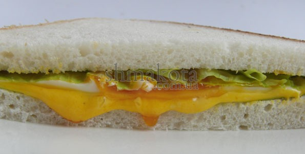 Сендвич с яйцом и плавленым сыром