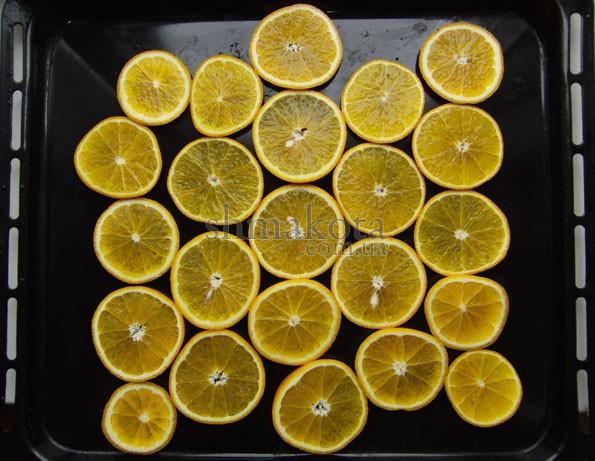 Кружочки апельсинов на противне