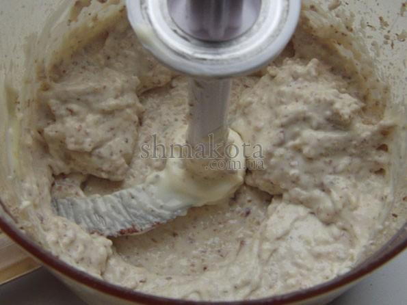 Орехи, чеснок и сливочный сыр