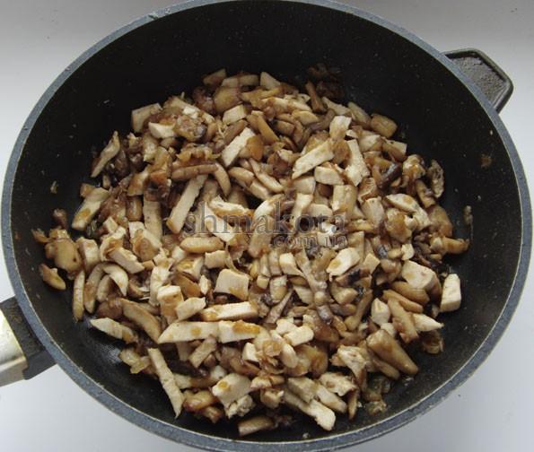 Цибуля, гриби та курка