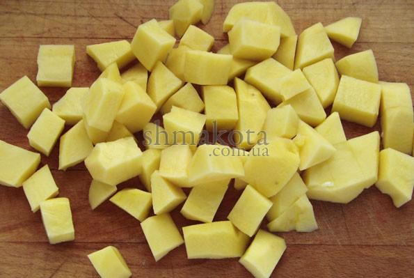 Картопля, порізана кубиками