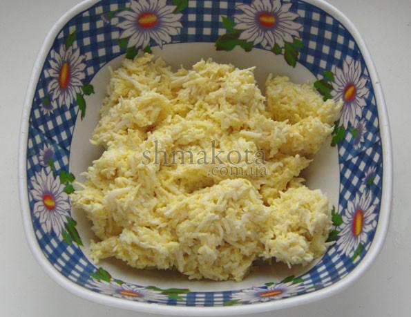 Тертые яйца и плавленый сыр