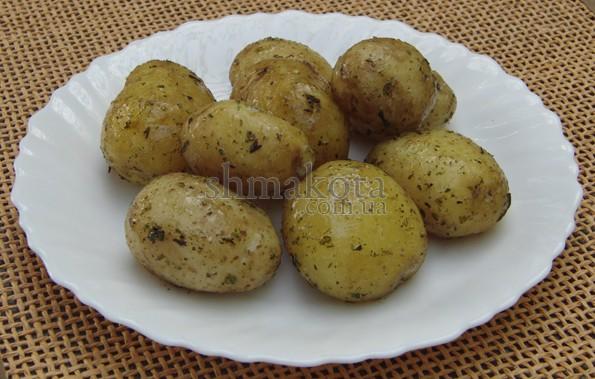 Молодая картошка со специями