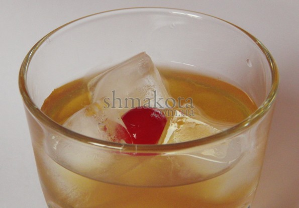 Красная коктейльная вишня
