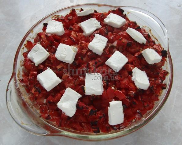 Тефтелі зі свинини з рисом, під помідорами
