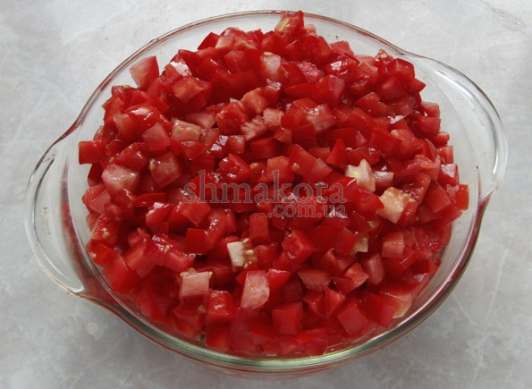 Нарізані кубиками помідори