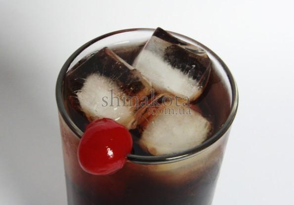 Червона коктейльна вишня