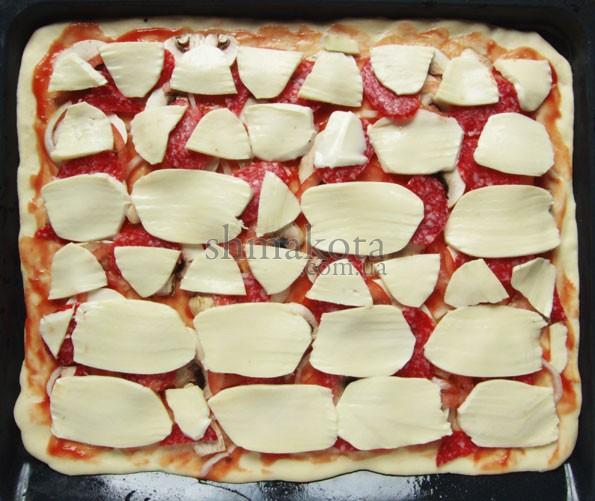 Моцарела, нарізана на піцу